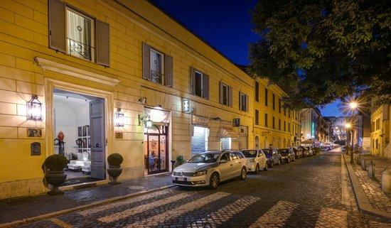 Profumo Maison d'Hôtes: Ingresso & Colosseo