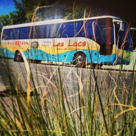 Camping Les Lacs : Bus privé