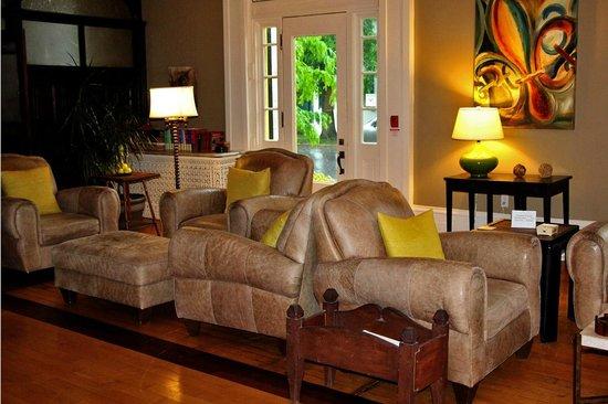 Frontenac Club Inn : Chapman Room guest area