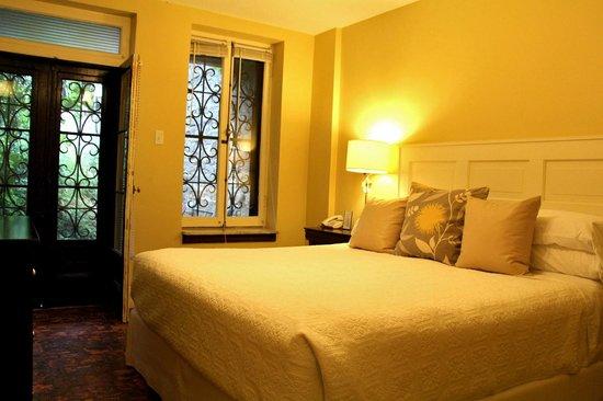 Frontenac Club Inn : Gordon Suite bedroom - room #10