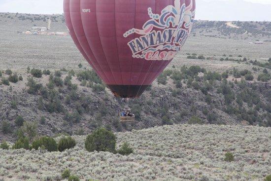 Pueblo Balloons : L'altra mongolfiera e il canyon