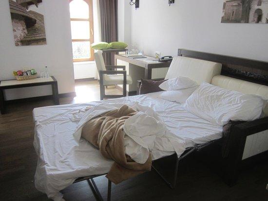 Epoque Hotel: divano letto nel salotto