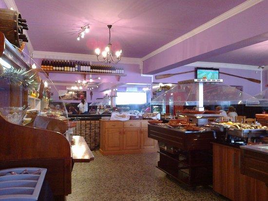 Terrugem, Portugal: Vista da sala e expositores