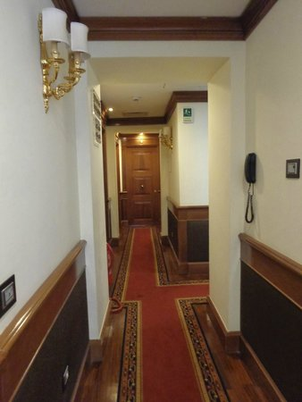 Albergo del Senato : Hallway to our room
