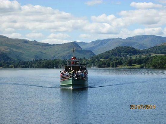 Ullswater Steamers: Steamer coming in to Pooley Bridge