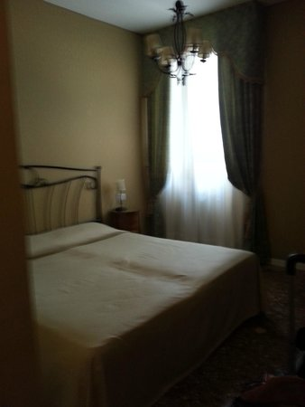 Al Palazzetto: Small but adequate bedroom.Entry and bath not shown