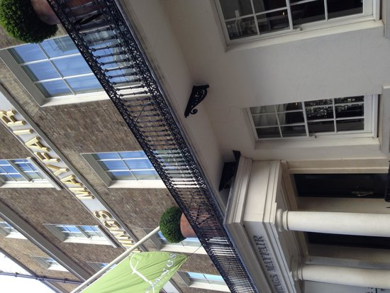 Flemings Mayfair: Hotel entrance