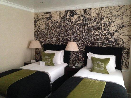 Flemings Mayfair: Hotel room beds
