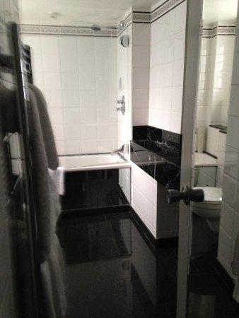 Flemings Mayfair: Bathroom