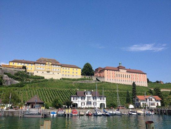 Neues Schloss Meersburg : Zicht op Neues Schloss vanaf water