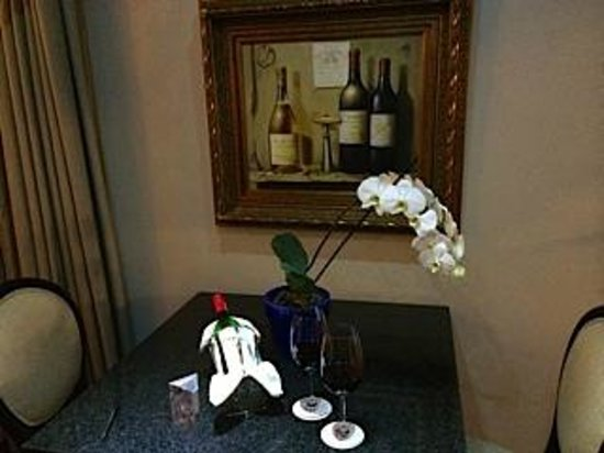 The Residence Boutique Hotel: Wine in our room on arrival - so nice!