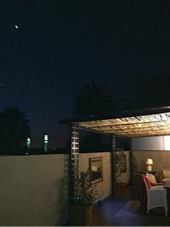 The Residence Boutique Hotel: Moon rising over the Madiba Suite deck