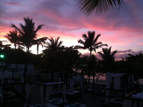 The Tropical at Lifestyle Holidays Vacation Resort: VIP Beach at sunset.