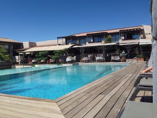Hotel Le Roi Theodore - Relais du Silence : Piscine et restaurant