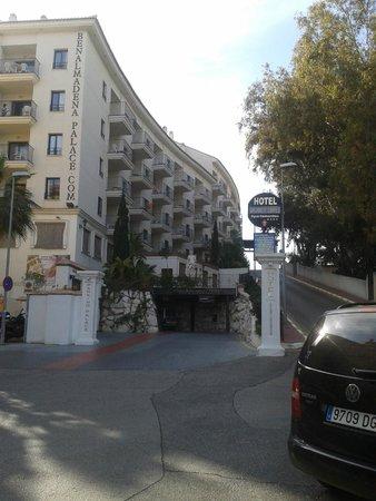 Hotel & Spa Benalmádena Palace: entrance through car park