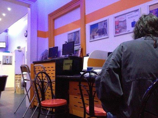 Smart Hyde Park Inn Hostel : Computadores à disposição (pagos)
