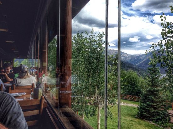 Grand Lake Lodge : scenic views at lunch
