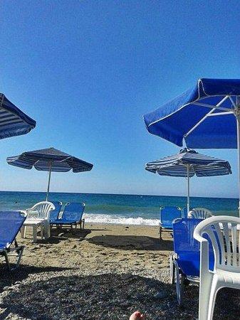 Creta Residence : пляж и лежаки