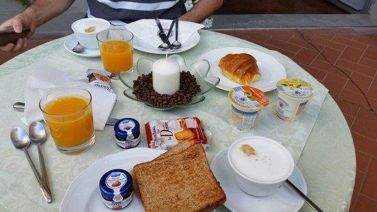Hotel Orto De Medici: Breakfast