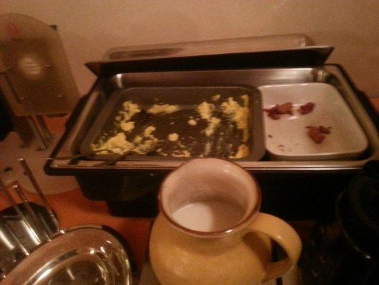 Porta Faenza: Desayuno sin reponer por falta de personal