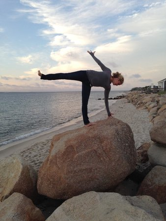 Oak Bluffs Inn : Sunset yoga w our new friends at The Inn at Oak Bluffs