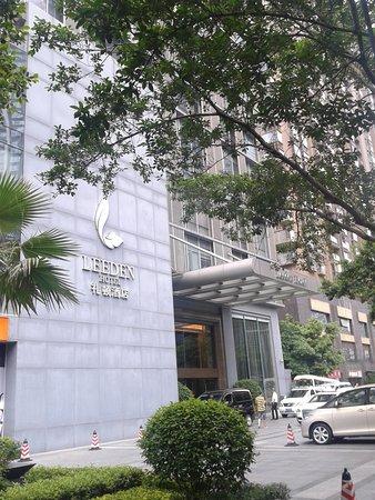 Leeden Hotel: Tampak Muka Hotel
