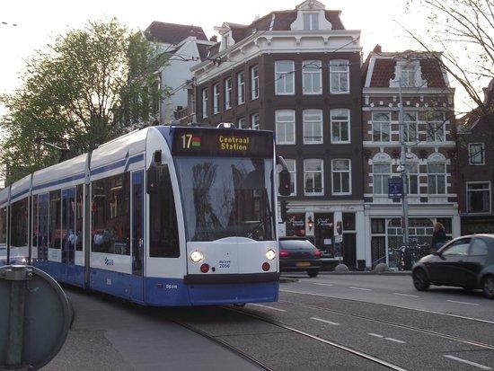 The Jordaan: Prinsegracht com a Rozengracht (canal da rosa), bairro Jordaan.