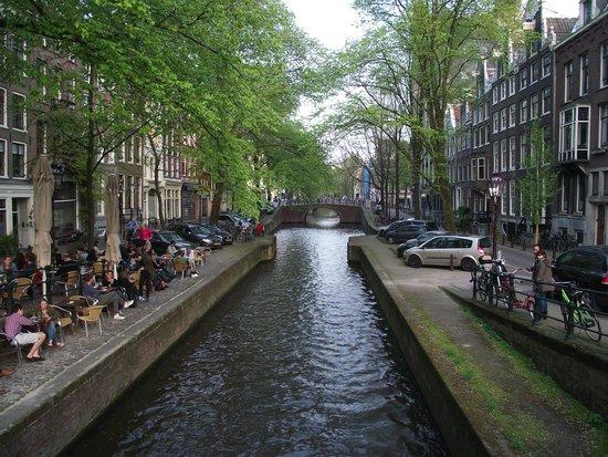Jordaan : Egelantiersgracht (canal da madressilva).