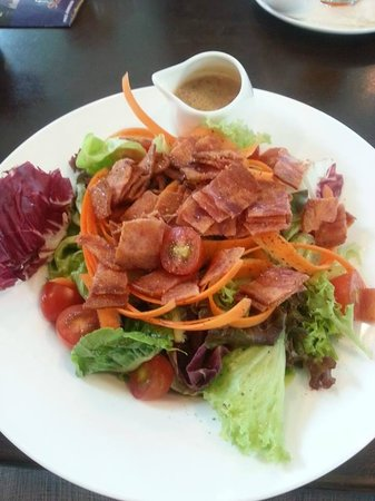 Royal Selangor Visitor Centre: Garden Salad with crispy Turkey Bacon - their dressing is just delicious!