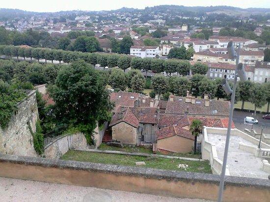 Vue sur Auch du haut de l'escalier monumental