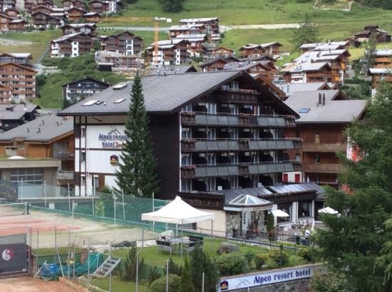 BEST WESTERN Alpen Resort Hotel: A photo of the main building of the hotel