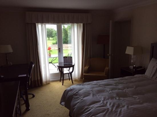 St. Pierre Marriott Hotel & Country Club: Unlocked Interconnecting Door to Adjoining Room