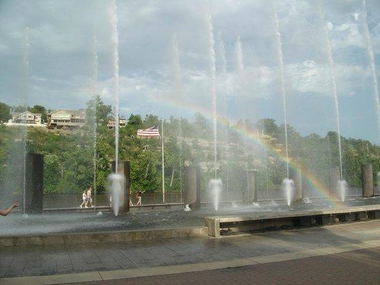 Branson Landing: Beautiful fountain show