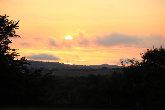 Higher Darracott Farm Bed & Breakfast: Tuesday evening late July, about 21.30