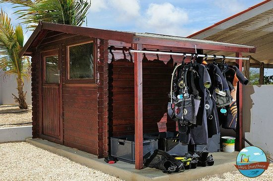 Oasis Guesthouse: Dive gear storage