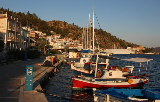 Hotel Dionysos : the lovely harbour of Poros town