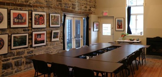 Frontenac Club Inn : Lanes Meeting Room - We host conferences, arbitrations and meetings.