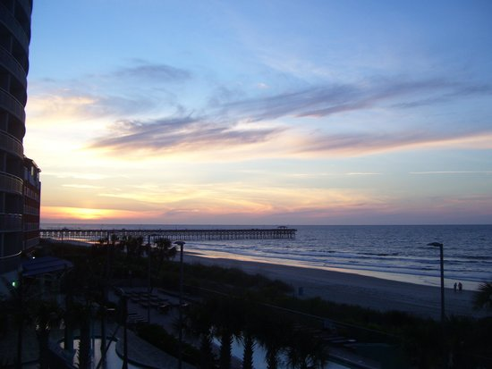 Sandy Beach Resort: sunrise- -what a walk to the pier