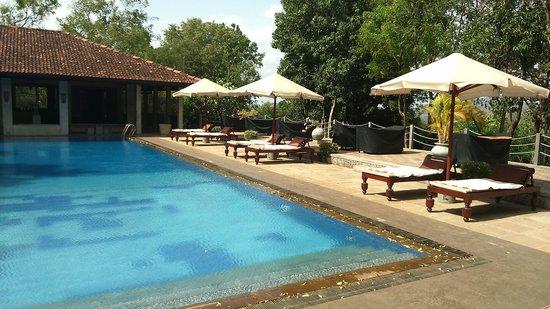 Lake Lodge Hotel: The pool