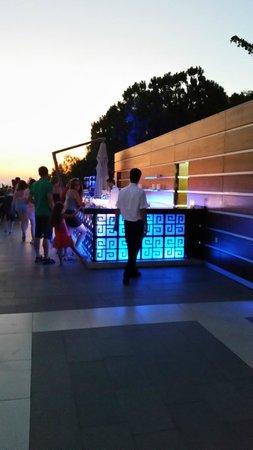Pine Bay Holiday Resort: Upper bar
