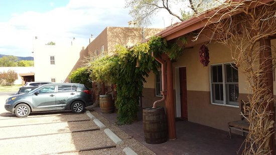Old Santa Fe Inn: Quaint exterior