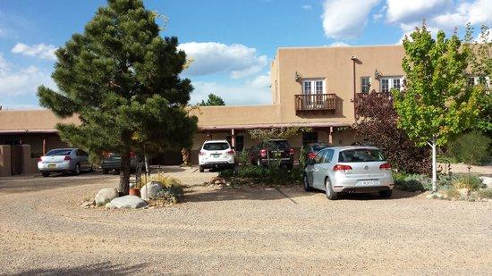 Old Santa Fe Inn: Office area, library, breakfast room