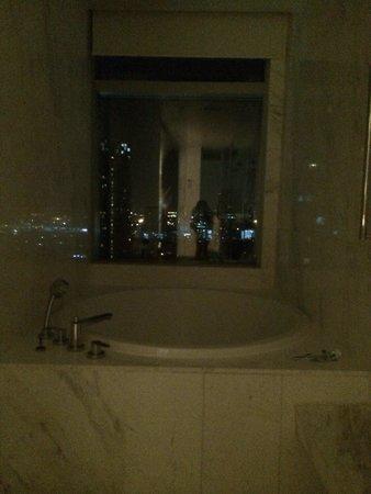 Bangkok Marriott Hotel Sukhumvit: Bathroom