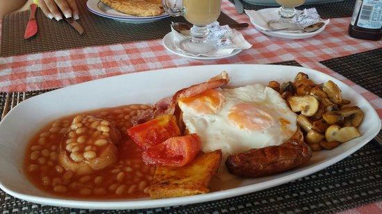 Mirage Hotel Restaurant & Bar: Delish 12tl breakfast..... £3.50!