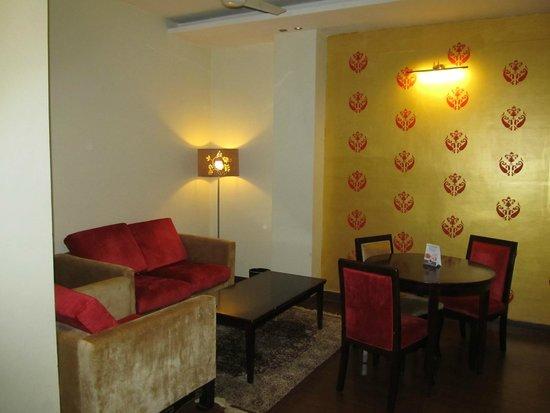 HK Clarks Inn: living room