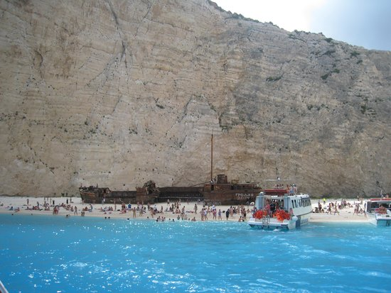 Plage de Navagio : Turquoise waters to die for