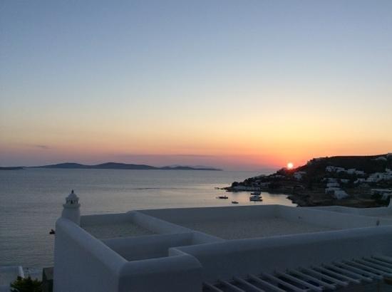 Mykonos Grand Hotel & Resort: mykonosgrandcouchédesoleil!