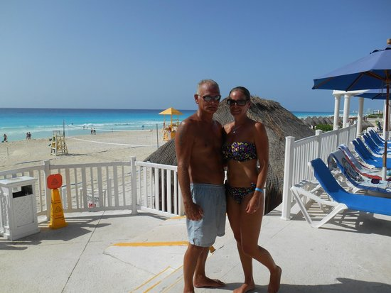 Golden Parnassus All Inclusive Resort & Spa Cancun: me and the Governor