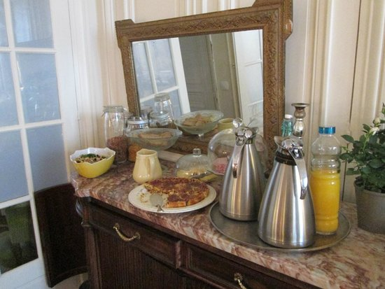 A Room in Paris: Breakfast