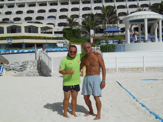 Golden Parnassus All Inclusive Resort & Spa Cancun: me and Ulises (top man)
